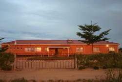 02 3 huis voorkant 2011 avondlicht