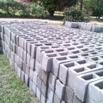 2000 betonblokken tbv school
